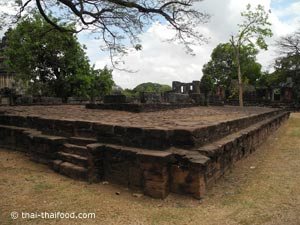 Phimai twin libraries