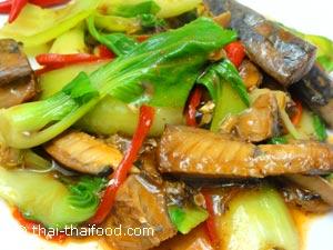 ผักกวางตุ้งฮ่องกงผัดปลากระป๋อง