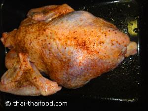 ไก่งวงทาตัวด้วยเกลือป่นพริกไทยป่นผงปรุงรสไก่