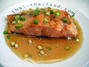 ปลาแซลมอนย่างซีอิ้ว