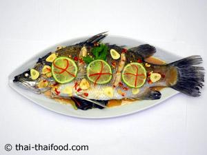 จัดเสิร์ฟ ปลากระพงนึ่งมะนาว