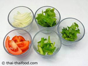 เตรียมผักยำต่างๆ ของยำลูกชิ้นหมู