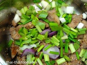 ใส่ผักสมุนไพรต่างๆ ลงไป