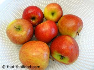 แอปเปิ้ลล้างน้ำให้สะอาด
