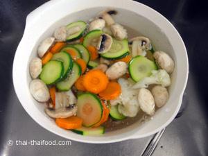 นำผักต่างๆลวก