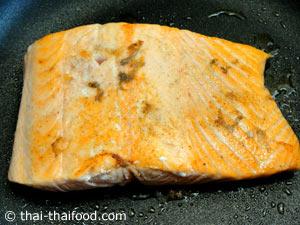 ทอดปลาแซลมอนพอเหลือง