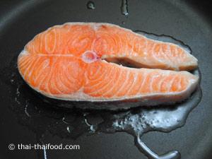 นำปลาแซลมอนลงย่าง