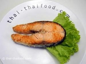 ปลาแซลมอนย่างเกลือ