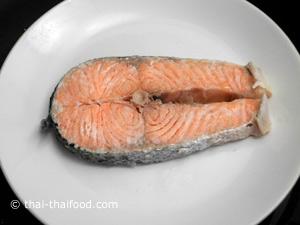 นำปลาแซลมอนไปนึ่ง