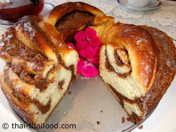 ขนมปังเฮเซลนัทอบตัดเป็นส่วนๆ
