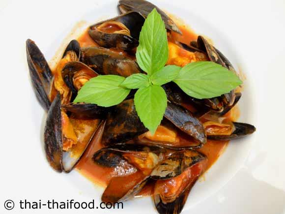 จัดเสิร์ฟ หอยแมลงภู่ในซอสมะเขือเทศ