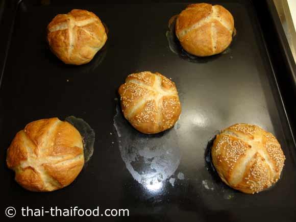 ขนมปังไคเซอร์โรลอบสุก