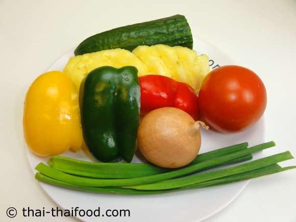 เตรียมผักสดต่างๆสำหรับผัดเปรี้ยวหวานกุ้ง