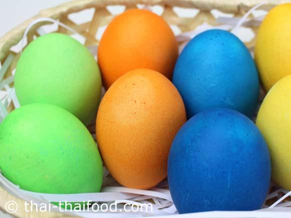 ไข่อีสเตอร์สีสันสวยงาม เตรียมพร้อมเสิร์ฟ