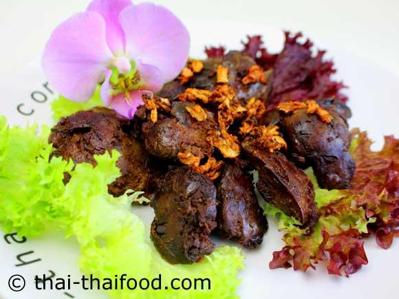 จัดเสิร์ฟ ตับไก่ทอดกระเทียมพริกไทย