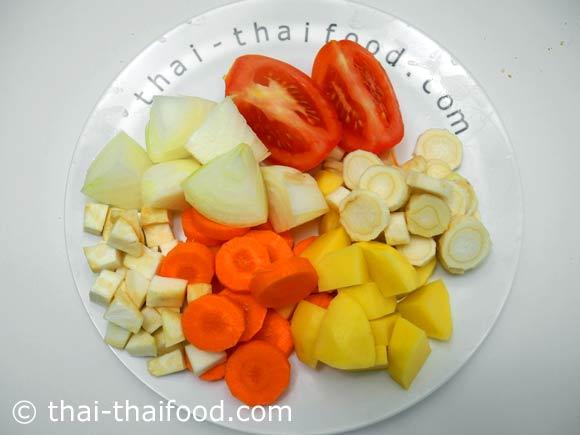 หั่นผักต่างๆสำหรับทำซุปไก่มันฝรั่ง