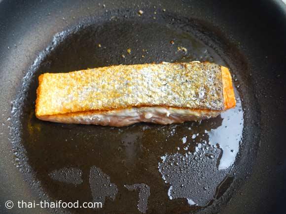 กลับอีกด้านปลาแซลมอนย่างให้สุก