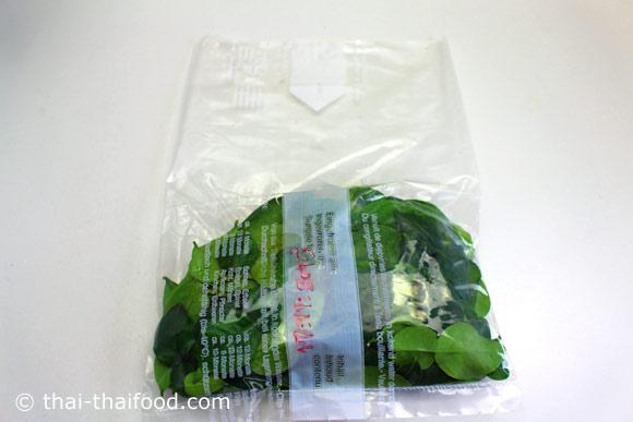 รีดลมออกจากถุงพลาสติกให้หมด