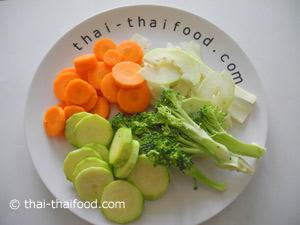 หั่นแครอทบร็อคโคลี่มะละกอชูกินี