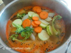 ใส่ผักต่างๆ ลงไป