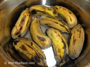 แช่กล้วยในน้ำเย็น