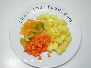 พริกหยวกสับปะรดแครอทหั่นเต๋า