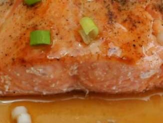 ปลาเเซลมอนย่างซีอิ้ว