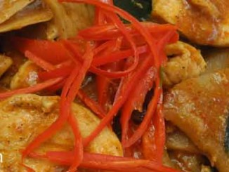 ไก่ผัดพริกหน่อไม้ดอง