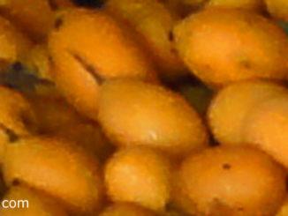 มะยงชิด (Plango) เป็นผลไม้มีลักษณะคล้ายกับมะปราง ผลมีรูปทรงไข่กลมรี ผิวเปลือกหนากว่ามะปราง ไม่มียาง ผลใหญ่กว่ามะปราง