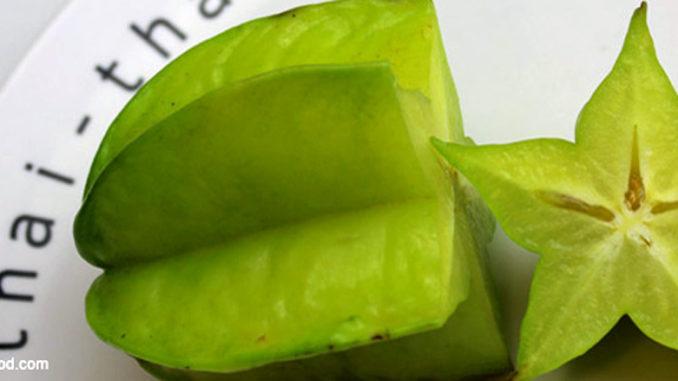 มะเฟือง (Star Fruit) ผลมีลักษณะทรงเหลี่ยม มีรูปร่างห้าแฉกคล้ายดวงดาว ผลอ่อนมีสีเขียว เมื่อผลสุกจะเปลี่ยนเป็นสีเหลือง มีเนื้อฉ่ำน้ำ รสชาติเปรี้ยวหรือหวาน