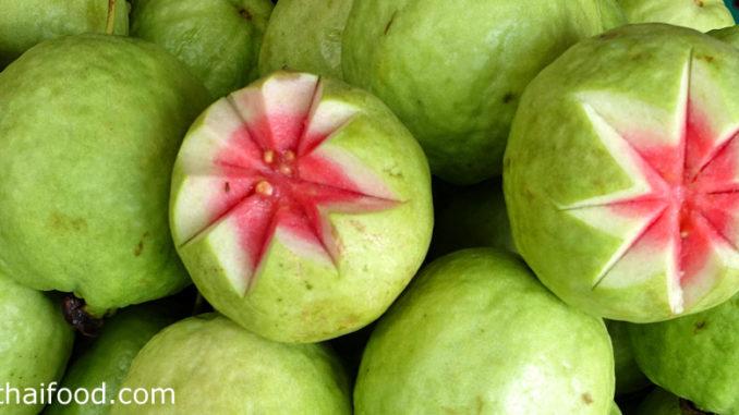 ฝรั่งไส้แดง (Red Guava) เป็นฝรั่งพันธุ์หนึ่ง ผลมีทรงกลมสีเขียวอมเหลือง ข้างในมีเนื้อสีขาว เนื้อแน่นฉ่ำน้ำ มีไส้ตรงกลางมีสีชมพูหรือสีแดง มีเมล็ดเกาะติดอยู่มาก รสชาติหวานกรอบกลิ่นหอม