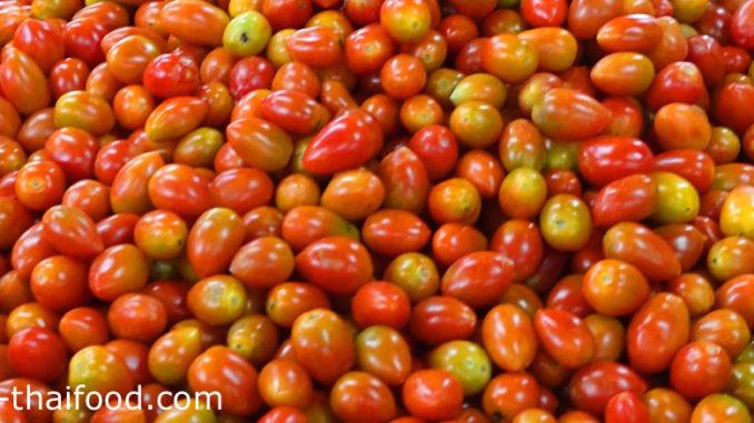 มะเขือเทศเชอร์รี่ (Cherry Tomato) ผลกลมรีหรือทรงรี มีขนาดเล็ก ผิวบางเรียบเป็นมัน ผลสุกจะมีสีเหลือง สีส้ม หรือสีแดง ตามสายพันธุ์