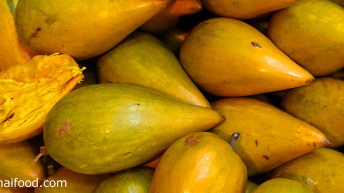 ม่อนไข่ (Egg Fruit) หรือเรียกว่าเซียนท้อ ผลมีทรงกลม ทรงไข่หรือทรงรี ปลายผลมีจะงอยแหลม ตามสายพันธุ์ ผลสุกสีเหลืองอ่อน เนื้อนุ่มเหนียวคล้ายแป้ง รสชาติหวานมันมีกลิ่นหอม