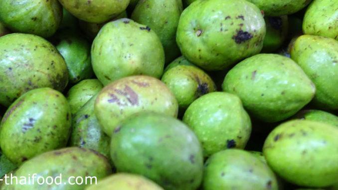 สมอไทย (Myrobalan Wood) ผลไม้พื้นบ้านของไทย ผลทรงกลมรูปไข่เรียวรี ผลอ่อนมีสีเขียว ผลแก่มีสีเขียวอมเหลือง หรือมีสีเขียวอมม่วง รสชาติเปรี้ยวขมอมฝาด