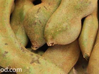 มะขามอ่อน (Young Tamarind) เป็นต้นไม้พื้นบ้าน ฝักมีทรงกลม ทรงตรง โค้งงอ เปลือกบางสีเขียวมีนวลสีน้ำตาล เนื้อแน่นฉ่ำน้ำสีเขียวอ่อน อยู่ติดกับเปลือกมีเมล็ดอ่อนอยู่ข้างในเนื้อ รสชาติเปรี้ยวจัด