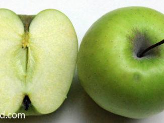 แอปเปิ้ลเขียว (Green Apple) ผลทรงกลมหรือกลมแป้น ตรงก้นผลมีรอยบุ๋มลึก ผิวเรียบ ผลมีสีเขียว เนื้อแน่นฉ่ำน้ำสีขาวนวล รสชาติหวานอมเปรี้ยว มีกลิ่นหอม